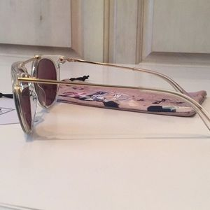a498f22239 WONDERLAND Accessories - NWT Wonderland Stateline Clear Gold Mirrored